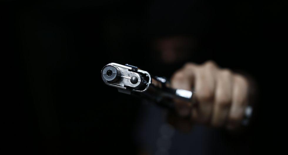 El empresario intentó recuperar sus pertenencias y no dudó en perseguir a los hampones, realizando disparos al aire con su arma.  (Perú 21/Referencial)