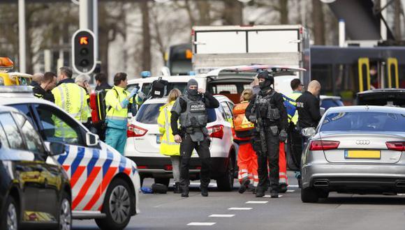 La policía y una unidad antiterrorista están investigando lo ocurrido en la mañana de este lunes en la ciudad holandesa de Utrecht. (Foto: AFP)
