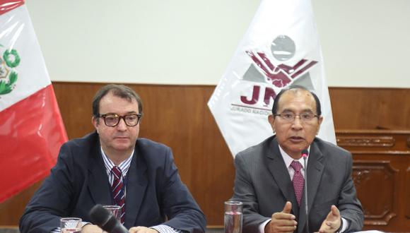 El presidente del JNE, Víctor Ticona, se reunió con el Jefe de la Misión de Observadores de la UE, Manuel Sánchez de Nogués. (Foto: JNE)