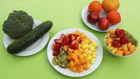 Las frutas y verdurascontienen vitaminas, minerales y otros componentes esenciales para el cuerpo. Es recomendable consumir 5 porciones de estos alimentos al día. (Foto: GEC)