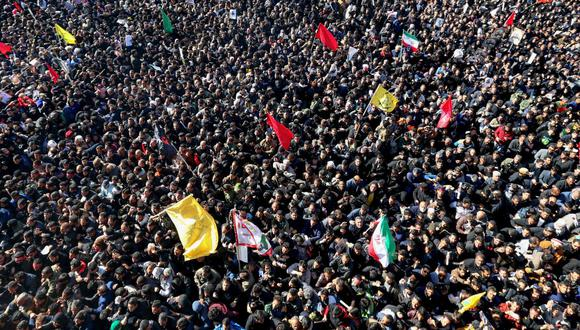 La etapa final de la procesión fúnebre de Qasem Soleimani, en su ciudad natal Kerman, estuvo abarrotada de personas. (AFP)