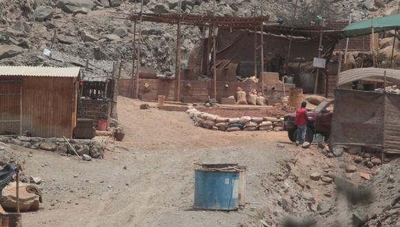 CARGA PESADA. La minería ilegal se ha convertido en una piedra en el zapato para el Ejecutivo. (Martín Pauca)