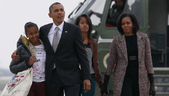 CUATRO AÑOS MÁS. La familia Obama dejó Chicago y retornó ayer a la Casa Blanca. (Reuters)