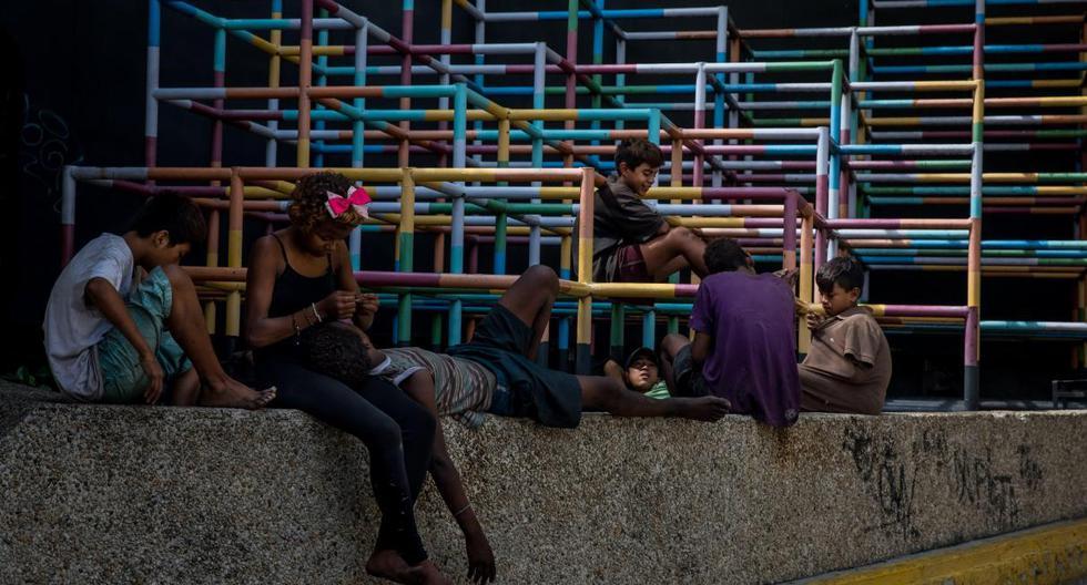 Imagen referencial. Un grupo de niños juega en una calle el pasado 25 de noviembre de 2018, en el sector de Chacao, en Caracas (Venezuela). (EFE/Miguel Gutiérrez).