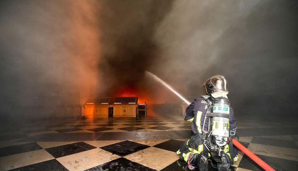 Incendio de la catedral de Notre Dame de París. (Foto: EFE)