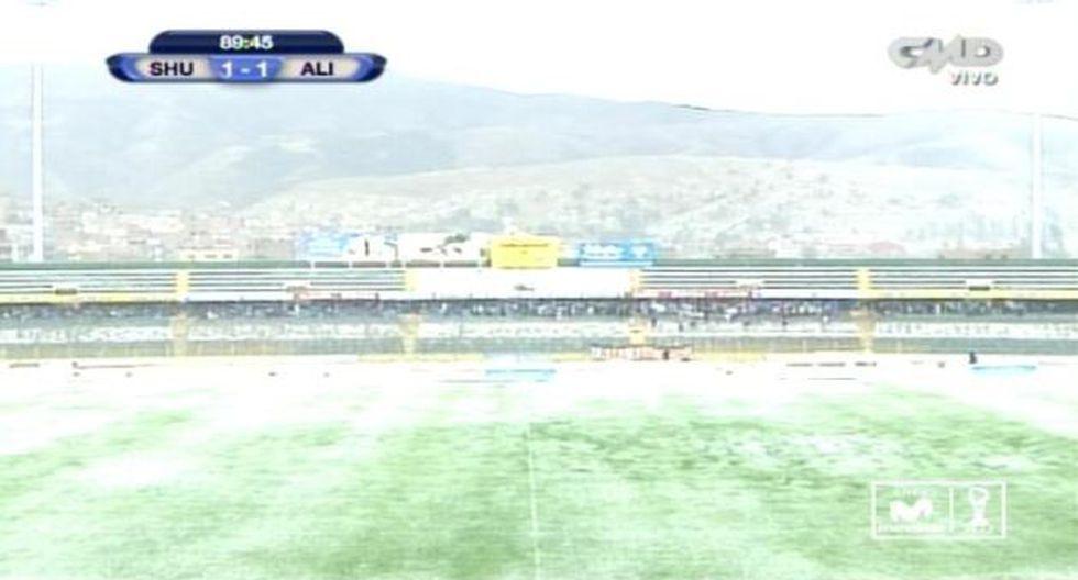 El terreno de juego quedó cubierto de granizo. (Captura de CMD-Movistar TV)