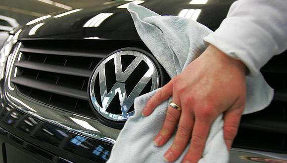 El escándalo de emisiones de vehículos diésel ya le ha costado 27,400 millones de euros a Volkswagen en multas y penalizaciones. (Foto: AFP)