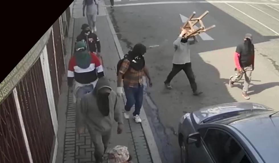 Arequipa: Manifestantes son captados con los rostros completamente cubiertos en Mollendo. (Captura)