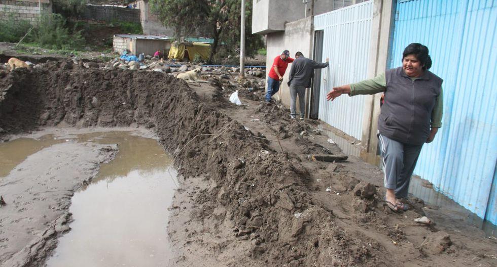 Calles y viviendas en Paucarpata terminaron inundadas de lodo y piedras.