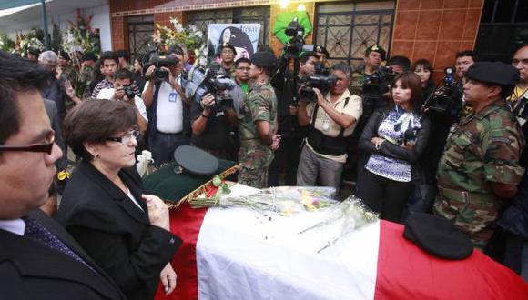 Villarán acudió a expresar sus condolencias a la familia del suboficial. (Andina)