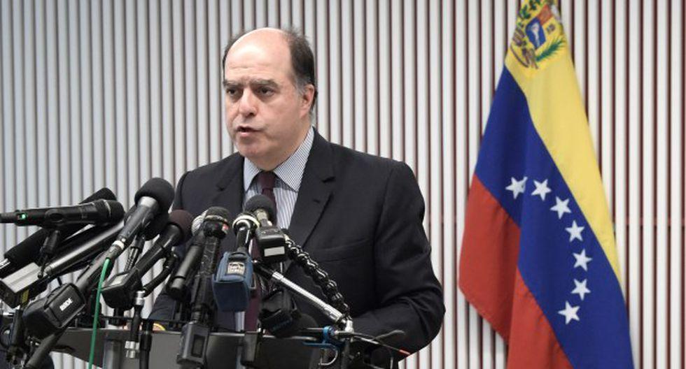 """Julio Borges manifestó en Twitter que las acusaciones son un """"show"""" para """"contrarrestar el liderazgo"""" del líder opositor Juan Guaidó. (Foto: EFE)"""