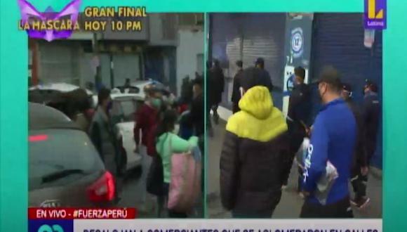 Ambulantes y compradores tomaron varias calles de La Victoria. (Foto: Captura Latina)
