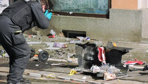 La explosión, que se produjo en Alemania, causó daños en la oficina del partido, en dos coches aparcados en la calle aledaña y en otros edificios. (Foto: EFE)
