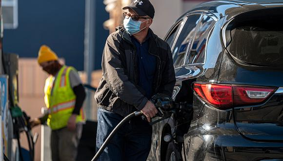 El especialista señala que ei los neumáticos no tienen la presión adecuada, se gasta más combustible del necesario. (Foto: David Paul Morris/Bloomberg via Getty Images)