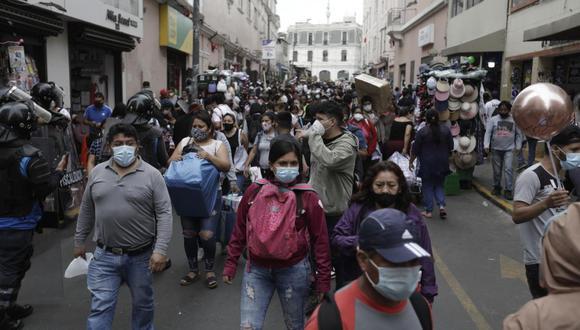 La Municipalidad de Lima desmintió las versiones que señalan que se dispondría el cierre de establecimientos o galerías comerciales de Mesa Redonda. (Foto: GEC)