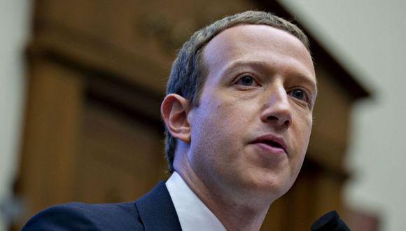 """Según los extractos del discurso de Zuckerberg, consultados por la AFP este martes, el titular de Facebook instará a los gobiernos y reguladores a """"jugar un papel más activo"""" para """"actualizar las reglas de Internet"""" en lo que respecta a contenidos. (AFP)."""