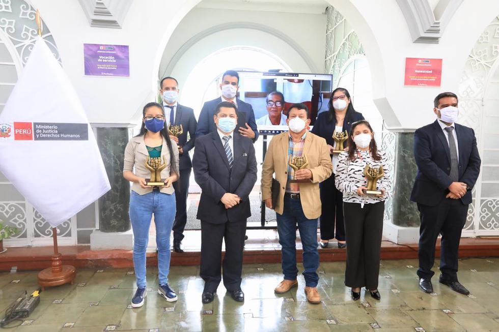 'Ángeles del oxígeno' y Brigada Voluntaria recibieron reconocimiento del Ministerio de Justicia y Derechos Humanos. (Twitter/@MinjusDH_Peru)