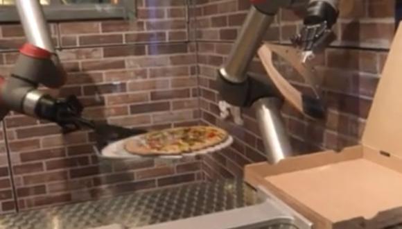 Robot 'pizzaiolo' es una innovación de la empresa emergente francesa Pazzi. (Foto: captura de pantalla | AFP)