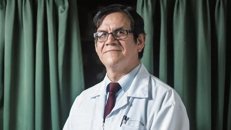 """Ciro Maguiña llora y renuncia al comité de expertos del COVID-19 al sentirse """"dolido"""" con el ministro de Salud"""