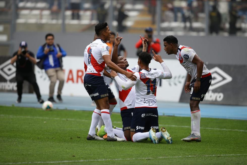 Gol de penal de Deportivo Municipal. (Jesús Saucedo/ GEC)