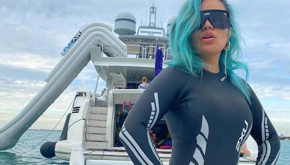 Karol G disfruta de sus vacaciones a bordo de un yate. (Foto: @karolg)