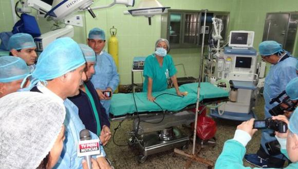 Julio Gagó visitó varias áreas de ese hospital. (Difusión)