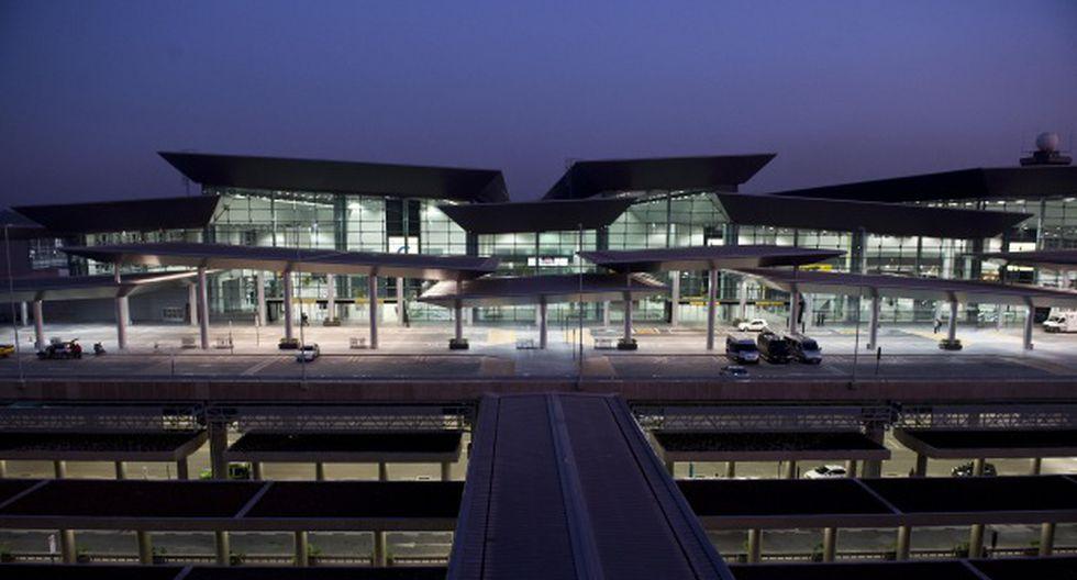 La policía reforzó la vigilancia en los alrededores del aeropuerto. En la imagen, vista del terminal de pasajeros en el aeropuerto internacional de Guarulhos en Sao Paulo. (Foto: AFP)