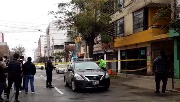 El químico farmacéutico José Villanueva fue asesinado en la cuadra 14 de la avenida General Varela, en Breña. (Foto:PNP)