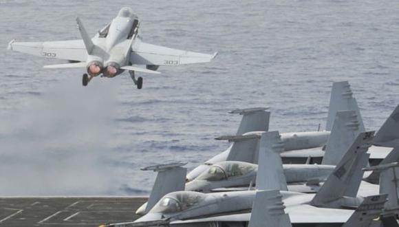ATAQUE LISTO. EE.UU. bombardeará Siria desde el mar y el cielo. (AFP)