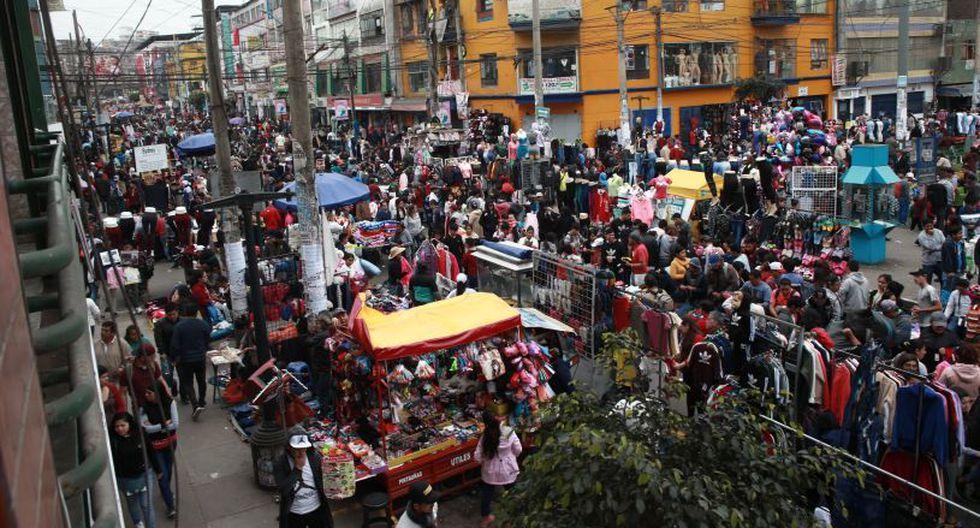 La Municipalidad de La Victoria realiza operativos para desalojar a los ambulantes que ocupan las calles del emporio comercial de Gamarra. (Foto: El Comercio)