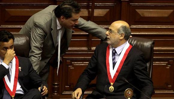 Chehade y Abugattás deben explicar si están a favor del Estado o de un grupo que busca salirse con la suya. (Perú21)