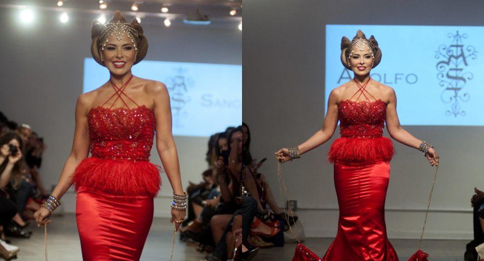 Gloria Trevi lució ceñido vestido rojo largo de cola adornada con pedrería. (EFE)
