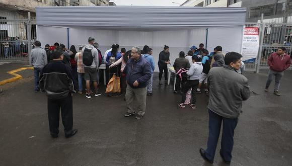 Continúa el empadronamiento de ambulantes informales en la avenida Aviación. (Foto: Renzo Salazar/GEC)
