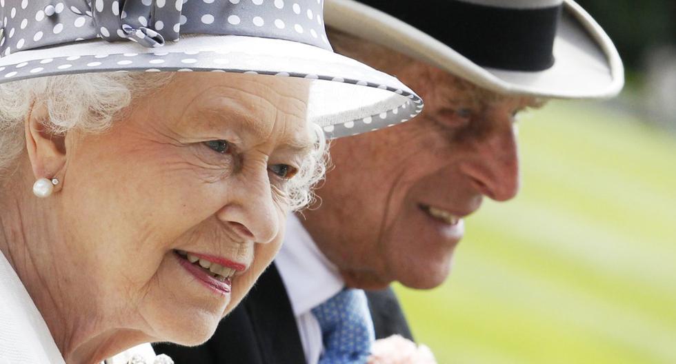 La reina Isabel y el príncipe Felipe son vistos en el sur de Inglaterra, el 19 de junio de 2010. (REUTERS/Luke MacGregor/Archivo).