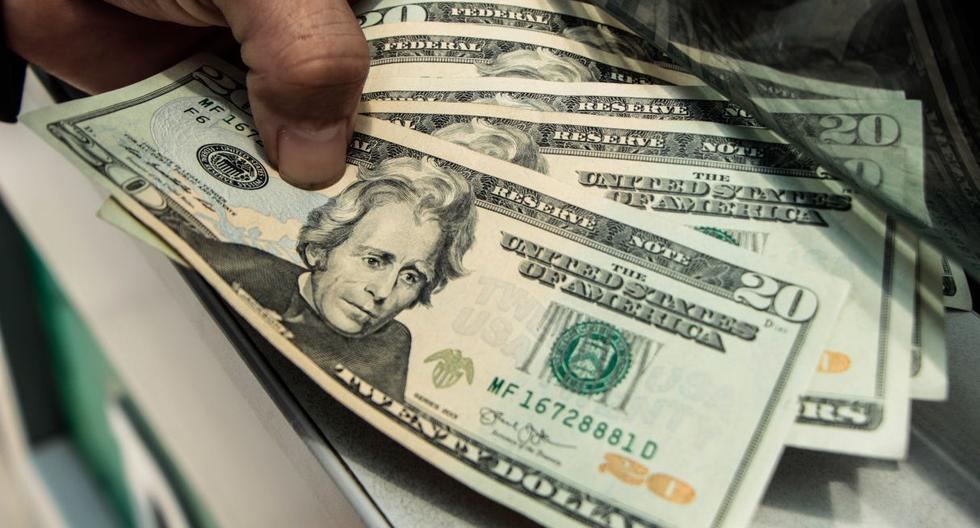 Tipo de cambio cierra en máximo de casi 18 años por alza global del dólar
