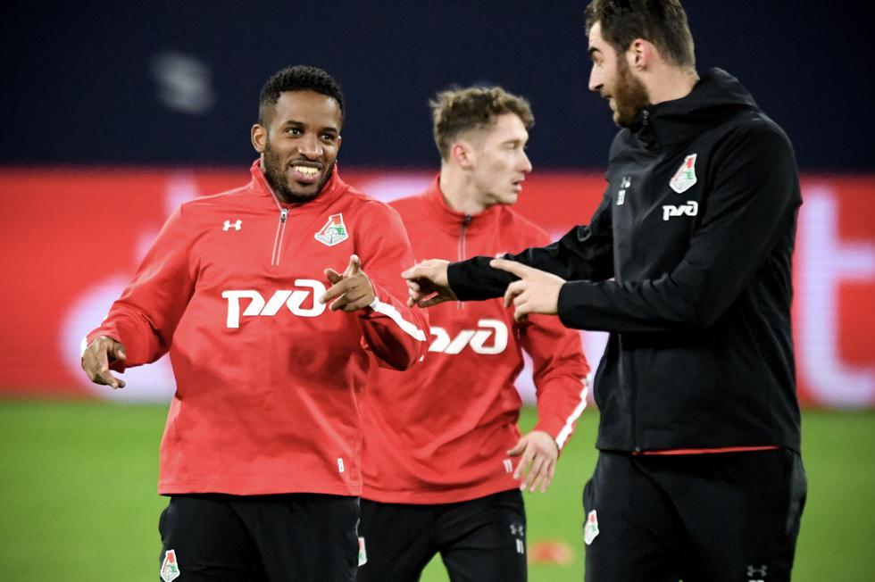 Delantero peruano vuelve al Schalke 04 después de tres años y lo reciben con un tuit (AFP)