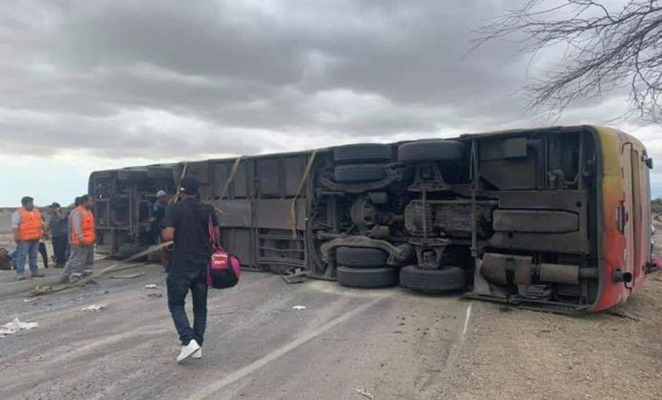 Bus volcó en la carretera Panamericana Norte. (Foto: Regional de Piura)