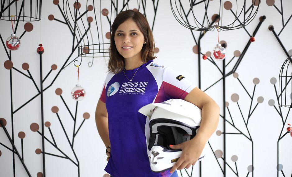 """""""No es bueno no tener miedo. Me subo a la moto, veo un cerro gigante y me intimida. Pero esa es una de mis cualidades, me sobrepongo al miedo"""", declara Velarde (Jessica Vicente/Perú21)."""