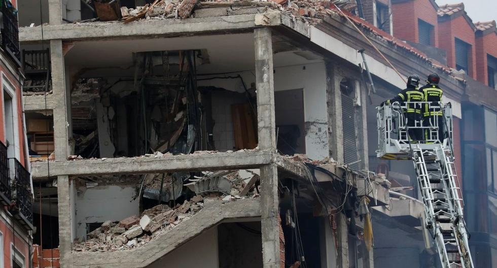 Los bomberos trabajan tras una explosión en el centro de Madrid, España, 20 de enero de 2021. (REUTERS/Susana Vera).