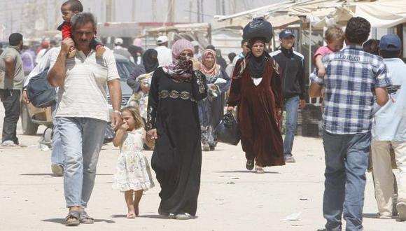Miles de sirios huyen de la violencia hacia Turquía, Irak, Jordania y Líbano. (EFE)