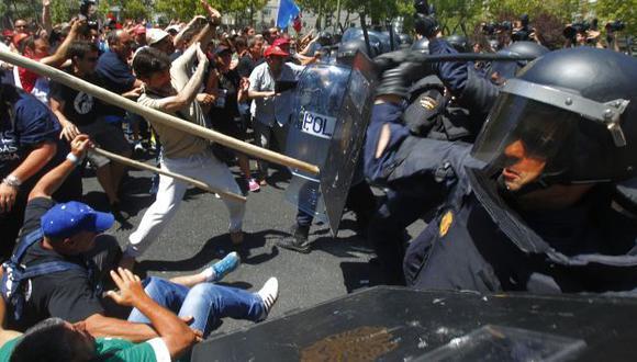 PROTESTAS. Multitudinaria marcha minera por recorte de subsidios terminó con violencia en Madrid. (AP)