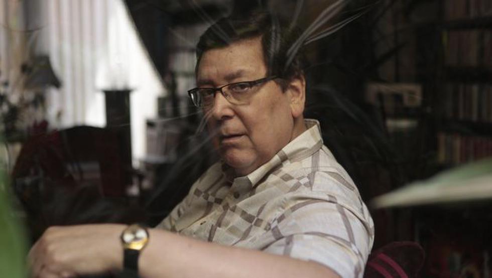 Enrique Bernales alista instalación. (Roberto Cáceres)