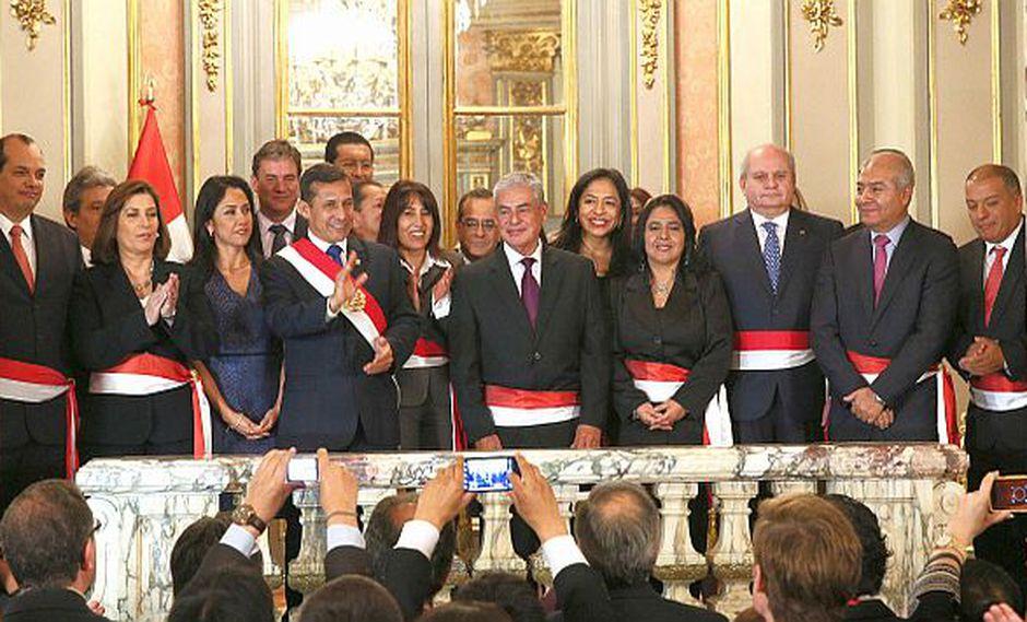 El gabinete en pleno durante la ceremonia en el Salón Dorado de Palacio. (Andina)