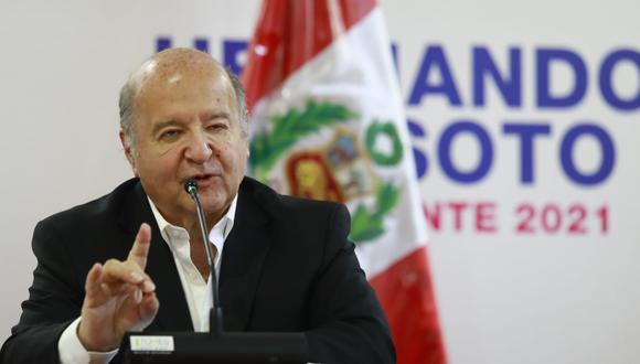 Hernando de Soto es exigente con los dos candidatos y es crítico y contrario a dos retornos: al marxismo leninismo y al gobierno que excluye los beneficios del capital a los más pobres, señala el columnista.