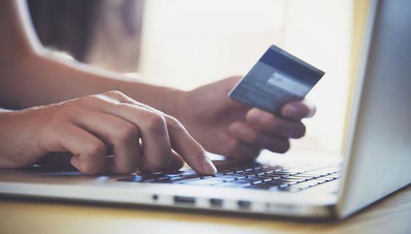 Con la progresiva reapertura de la economía, el acceso a centros comerciales y del delivery, el uso de tarjetas (débito y de crédito) se viene recuperando con aumentos de 41% en mayo y 28% en junio, según Scotiabank. (Foto: Archivo)