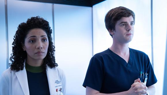 """THE GOOD DOCTOR - """"Fractured"""" - Following his father's death, Shaun must deal with the effects his intimacy with Lea will have on his relationship with Carly. Meanwhile, the team operates on a patient who is refusing all anesthesia during surgery for fear of relapsing, on the midseason return episode of """"The Good Doctor,"""" MONDAY, JAN. 13 (10:00-11:00 p.m. EST), on ABC. (ABC/Jack Rowand) JASIKA NICOLE, FREDDIE HIGHMORE"""