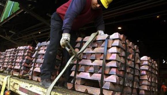 Los precios del metal rojo eran apoyados también por un leve descenso en los inventarios generales de cobre en depósitos gestionados por la LME. (Foto: EFE)
