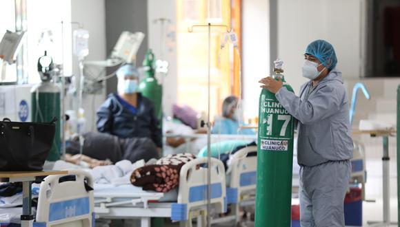 Los pacientes con dificultad respiratoria leve consumen ahora 2 balones; los moderados 3 balones, mientras que los críticos alcanzan los 5 balones por día (Foto: EsSalud)