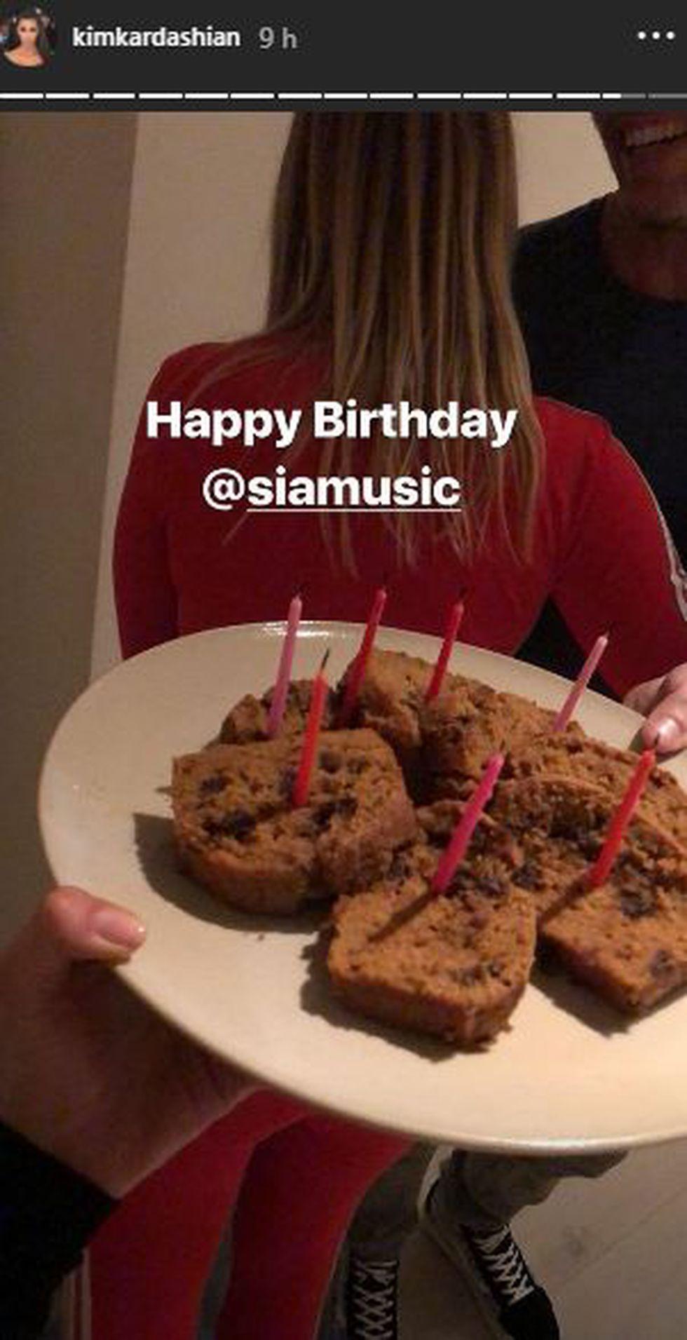 Las famosas celebraron juntas el cumpleaños de Sia. (Foto: @kimkardashian)