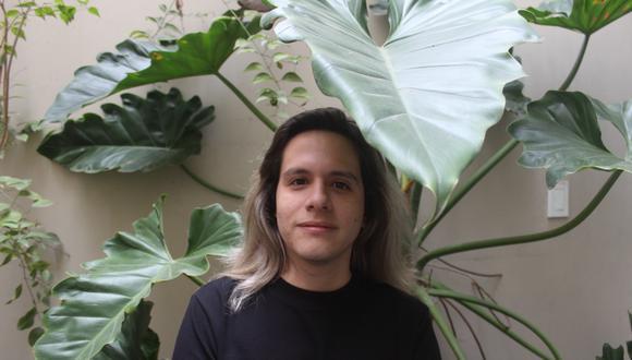 Renzo Boggio (Lima, 1990) es un joven creador especializado en esculturas y cerámicas, que estudió diseño industrial, para luego ir definiendo sus preferencias por el arte.